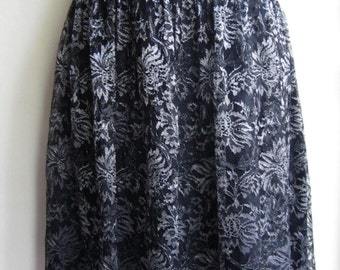 Black and Silver lace flouncy drop waist skirt sz 8/M