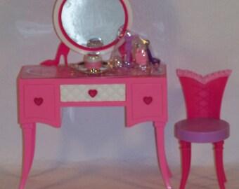 Coiffeuse pour poupées taille Barbie, Fashion Royalty, Momoko.