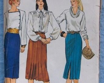 Vintage Vogue pattern 7568 MISSES PLEATED SKIRT sz 6 uncut