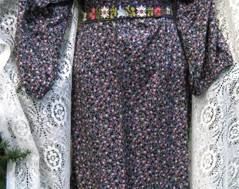 LARGE COLONIAL STEAMPUNK Festival dress Winged Shoulders, 1980s 80s dress, calico print vintage Rocker