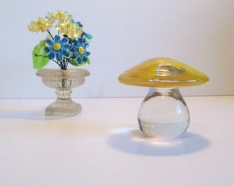 Vintage BLENKO Glass, Retro MUSHROOM Paperweight 7020s Crystal with Yellow Spots