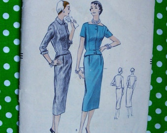 1950's Vogue Design Pattern 8533  -  Two Piece Dress with Overblouse / Slim Skirt  - Size 14 * bust 32 * UNCUT