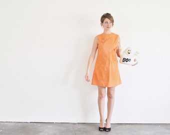 mod ORANGE scooter dress . bows and buttons 1960 pumpkin shift .medium .sale