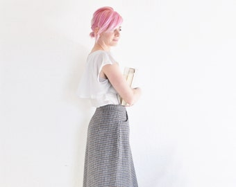 thick winter wool skirt . handsome high waist . houndstooth pattern .medium.large .sale s a l e