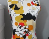 Vintage 1970s 70s Mod Floral Sleeveless Shell - Vintage Top - Medium / Large