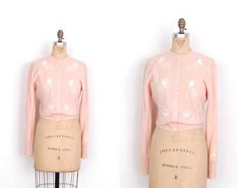 Vintage 1950s Sweater / 50s Dalton Pink Cashmere Cardigan / Floral Applique (S M)