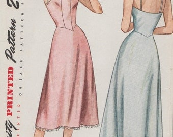 Simplicity 2252 / Vintage 1940s Sewing Pattern / Slip / Size 14 Bust 32