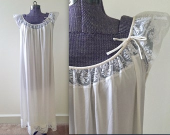 Vintage 1970s White Lace Cap Flutter Sleeve Maxi Nightgown