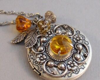 Warm Sunshine,Locket,Antique Locket,Topaz Necklace,Topaz Locket,November Birthstone,November Birthstone,Yellow,Yellow Stone,Yellow Flower,