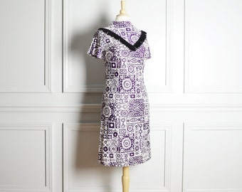 SALE / Dress Shift Knee Length / Purple White Squares and Flowers Pattern / Short Sleeve Fringe / Twiggy Mod / 60s Vintage / Extra Small XS