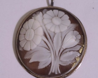 Antique Cameo Anitque Silver & Gold Carved Shell Floral Cameo Pendant