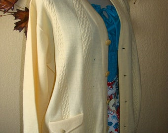 Oleg Cassini Italy Made Wool Parchment Cream Cardigan Button Front Sweater 60-70's Vintage Angle Pockets Preppy Detail