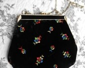 Vintage Black Velvet Floral Pattern Embroidered Evening Purse for Winter Special Occasion with Chain Strap