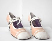 SALE // vintage 1970s mary jane spectator pumps / pink and white mary janes / great gatsby shoes size 9