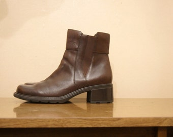 Brown Ankle Booties Chelsea Boots Size 9.5 Leather Pixie Granny 90s Grunge