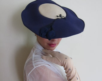 Vintage 1950s Formal Hat in Pancake or Saucer Style / 50s Navy Blue and Beige Summer Tilt Hat / Dascher