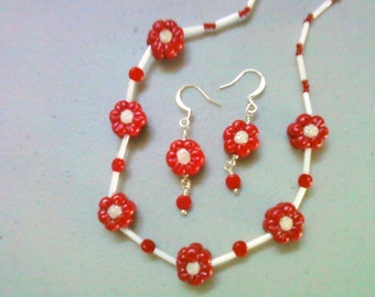 Red and White Flower Necklace (0607)