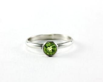 Size 4 - Green Peridot Low Profile Princess Ring - Sterling Silver - Unique Engagement Wedding Promise Ring - Ready to Ship