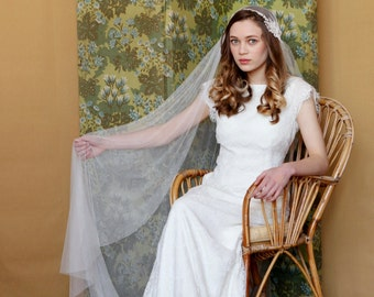 Beautiful Juliet Cap Wedding Veil, ivory veil chapel length, 1930s Wedding veil, Kate moss veil, UK