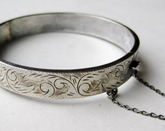 Vintage Chased Fine Sterling Silver Hinged Bangle Bracelet