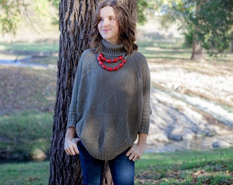 red wooden bib necklace / relaxed / casual / carefree / effortless / oganic / eco friendly fashion