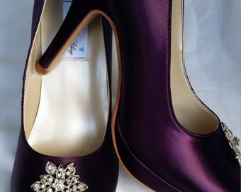 Purple Wedding Shoes Closed Toe Bridal Shoes with Vintage Flower style Brooch - Dyeable Bridal Shoes - Pick your Color