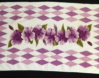 Vintage 50's floral diamond shaped cotton bath towel white pink purple green bombshell atomic bathing hibiscus pin up geometric MCM