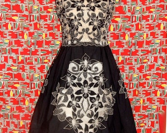 Gorgeous vintage 50's cream black floral cut out crochet pleated dress see through bombshell atomic tiki embroidered cotton sleeveless - M