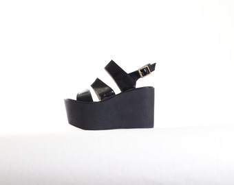 Vtg Chunky Block Heel Sandals size 40