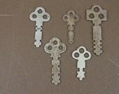 Vintage Metal Keys - Vintage Steampunk Keys - Three Cirle Top Vintage Keys (Lot of 5)