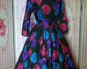 1950s Vintage Day Dress / Prettiest Cabbage Rose Print Cotton / Full Skirt / Ascot Model / 27 28 Waist