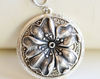 Large Poppy Flower  Locket Necklace,Large Round Silver Locket,Fall,jewelry gift,Locket,Necklace,Wedding