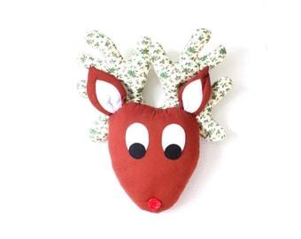 Vintage christmas reindeer head // classic reindeer // stuffed reindeer // christmas wall art // christmas hanging // large reindeer head