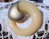 Vintage Brooch with Creamy Buttery Lucite Golden Brooch