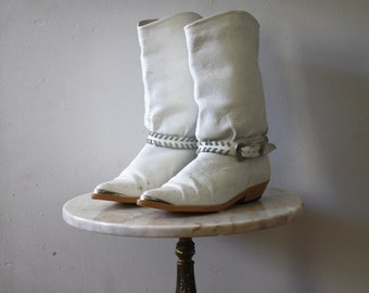 White Boots Leather - 6.5 7 Women's - Flat Low Heel Silver - 1980s Vintage