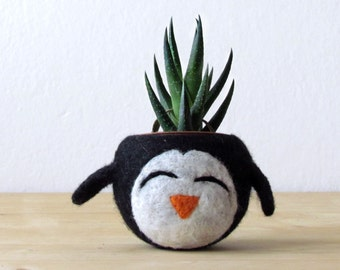Felt succulent planter / penguin planter / cactus planter / happy penguin / Choose your color!