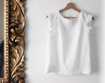 Women's shell top in white linen. Made in Italy. Sizes S to XL. Made to order.
