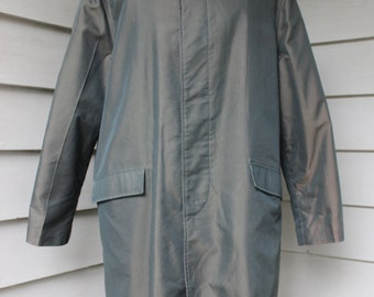vintage 1960's Men's -Briarcliff- Raincoat. Wild Dark Green sharkskin. Nice detailing. Made in Okinawa. Extra Large / 44 - 46