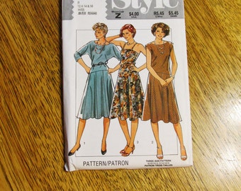 SEXY 1980's Dropped Waist Batwing Summer Dress / Strappy Sundress - Size (12 - 14 - 16) - UNCUT Vintage Sewing Pattern Style 4164