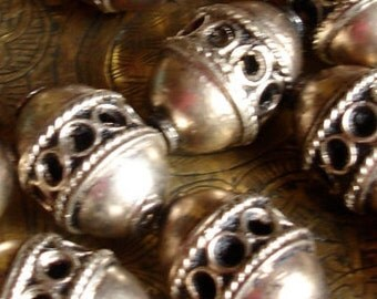 Moroccan tarnished light coppery golden silver  colour ornate barrel bead (13)