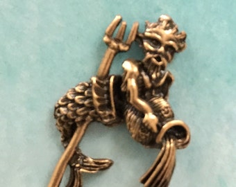 Aquarius with Water Jar and Trident Casting Golden (1pc)