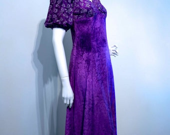 Vintage 1970s PURPLE VELVET Empire Line Fit Maxi Dress // Silver Printed Puff Sleeves // Sweetheart Neckline