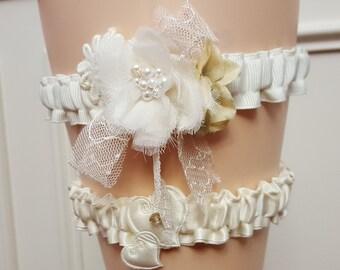 Rustic Wedding Garter, Shabby Ivory Bridal Garter, Ivory Garter Belt,  Boho Flower Garter , Victorian Garter