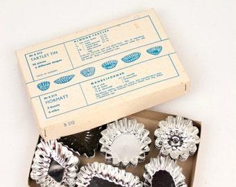 vintage tartlet tins // set of 36