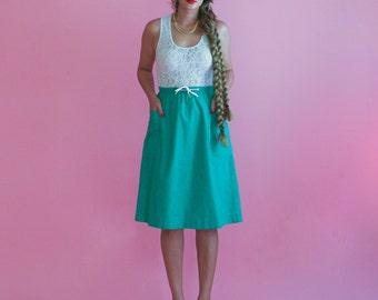 kelly green midi skirt/ high waisted skirt with pockets / 1970s / small - medium
