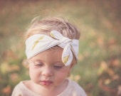 Baby Turban in Ivory and Gold Feathers