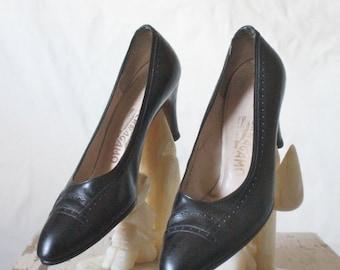 Vintage Designer Salvatore Ferragamo Black Italian Leather Heels Sz 8AA