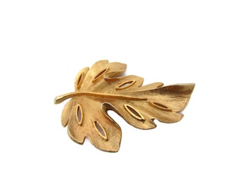 Vintage Gold Leaf BSK Brooch Pin Harvest Jewelry For Fall Oak Leaf Pin 1970s Jewelry Antique Jewelry leaf brooches