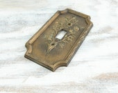 Vintage Light Switch Plate, Plastic Faux wood Syroco w/ raised edge, floral pattern