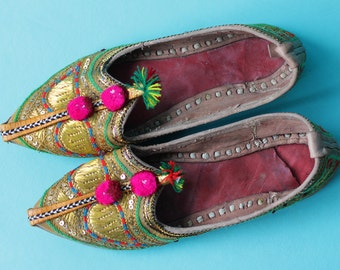 Indian vintage colorful pom pom gold thread embroidery leather flat sole slippers shoes Size 6